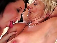 Sexy janett loves having anal sex in the kinky doggy style position