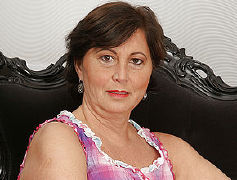 Jaw dropping mature housewife luvs to have fun with herself